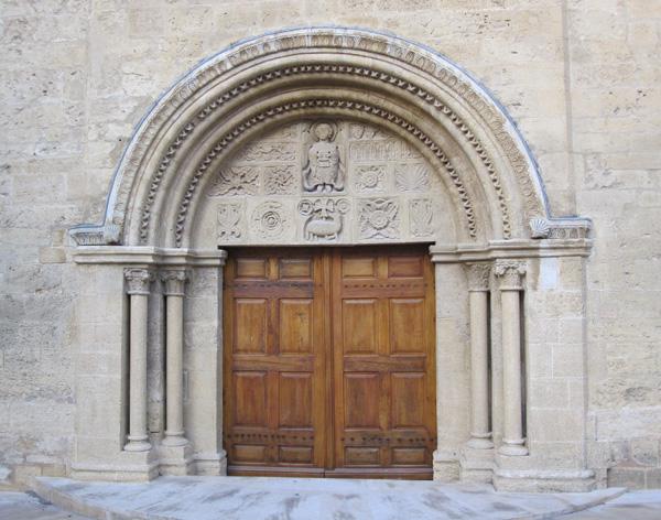 Дверь церкви Сен-Мишель. Фото:Ирина Лаврентьева/Великая Эпоха