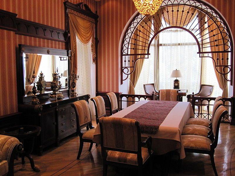 «Вілла Петролеа». Обідній зал. Фото: Parishan/commons.wikimedia.org