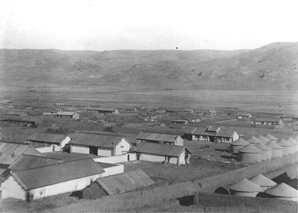 Дома и зернохранилища жителей равнины. Фото: William Purdom