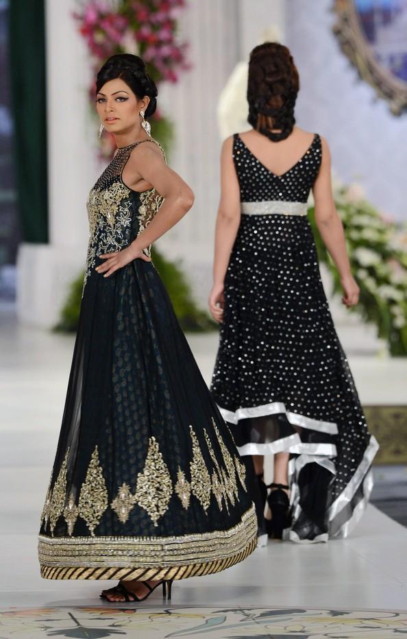 Свадебные платья по-пакистански. Фото: Arif Ali/AFP/GettyImages