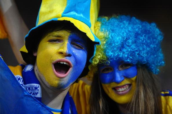 Українські фанати вболівають за свою збірну в матчі проти шведів 11 червня 2012 р. Фото: Laurence Griffiths/Getty Images