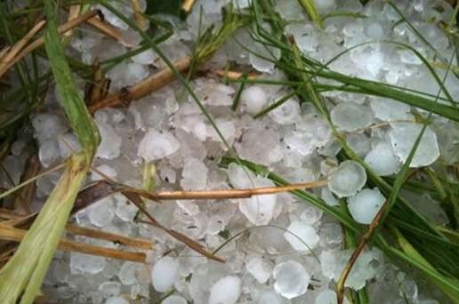 Град и ураганный ветер обрушились на южные провинции Китая. Апрель 2011 год. Фото с kanzhongguo.com