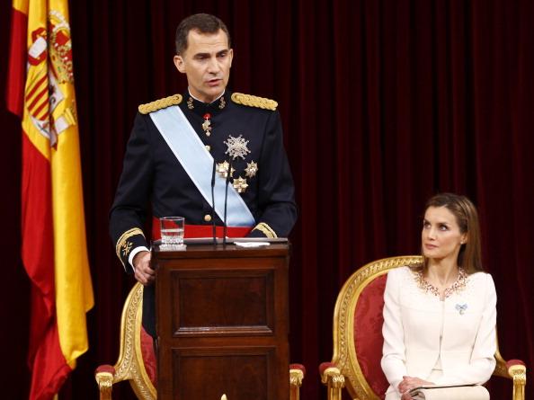 Король Іспанії Феліпе VI та королева Летиція під час першого виступу проголошеного монарха в парламенті Іспанії, 19 червня 2014 року, Мадрид. Батько короля Феліпе, Хуан Карлос І, зрікся престолу 2 червня 2014 року після 39 років правління. Фото: Paco Camp