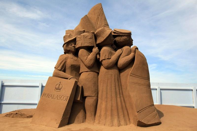Уэстон-сьюпер-Мэр, Англия, 28 мая. В курортном городе страны открылась 7-я выставка песчаных скульптур на тему «Игры и развлечения». Фото: Matt Cardy/Getty Images