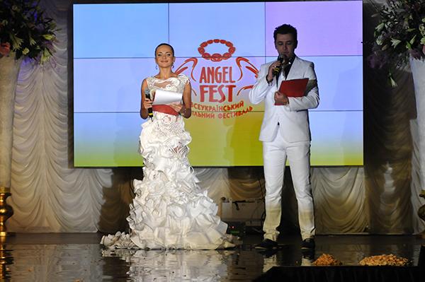 Ведущие конкурса Невеста года в Украине-2010. Фото: Владимир Бородин/The Epoch Times Украина