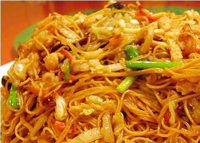 Найпопулярніші страви китайської кухні: №7. Чоу-мейн (рагу по-китайськи) з курки або яловичини з локшиною (Chow Mein).