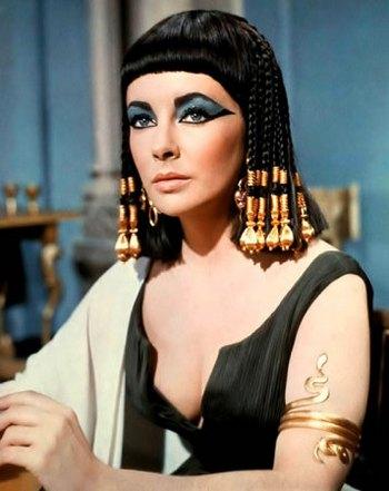 Тейлор стала первой актрисой, получившей гонорар в один миллион долларов за роль в фильме «Клеопатра». Фото: interesno.name