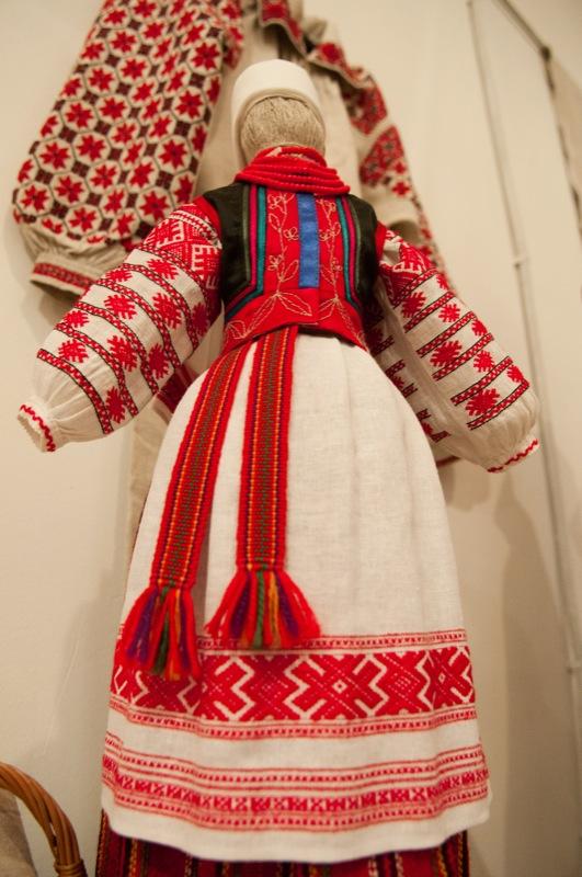Выставка украинской традиционной одежды Западного Полесья открылась в Киеве 2 февраля 2012 года. Фото: Владимир Бородин/The Epoch Times Украина