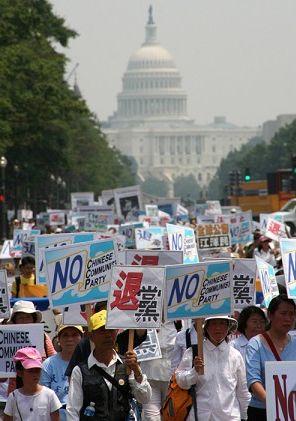 Люди з усіх куточків світу приїздили до Вашингтона для того, щоб підтримати 12 мільйонів китайців, які відмовилися від клятв, даних КПК. Фото: Чан Лей/Велика Епоха