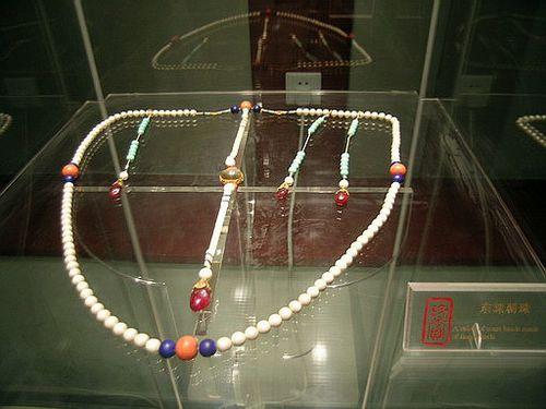 Парадное ожерелье династии Цин. Фото с secretchina.com