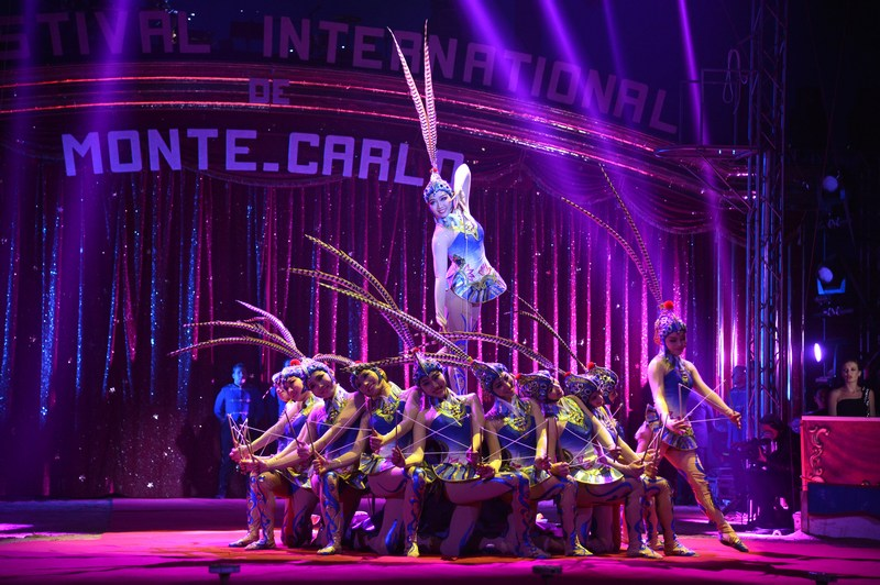 Монте-Карло, Монако, 17 января. Артисты цирка выполняют номер на открытии 37-го Международного фестиваля циркового искусства. Фото: Charly Gallo/Monaco Centre de Presse via Getty Images