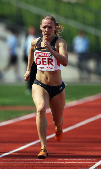 Мюнхен. Германия. Cathleen Tschirch из Германии во время забега на 200 метров на Кубке Европы-2007 по лёгкой атлетике.  Фото: Alexander Hassenstein/Bongarts/Getty Images