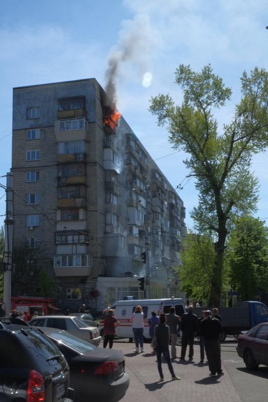 Киевские пожарные оперативно затушили возгорание в жилом доме. Фото: Великая Эпоха