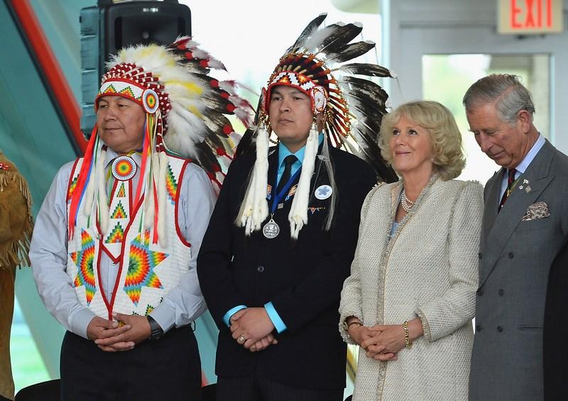 Реджайна, Саскачеван, Канада, 23мая. Принц Чарльз и Камилла, герцогиня Корнуольская посетили университет индейцев Канады в рамках празднования юбилея правления королевы Елизаветы II. Фото: Frazer Harrison/Getty Images
