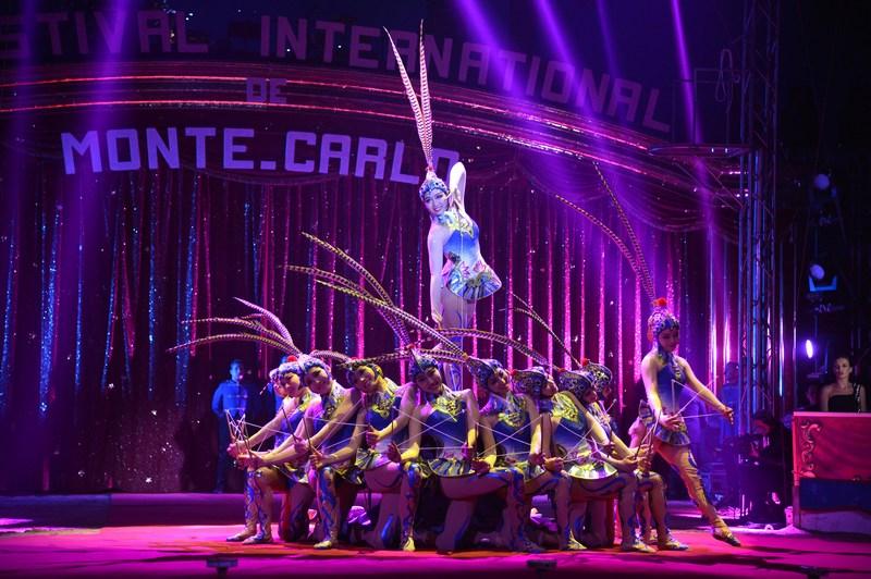 Монте-Карло, Монако, 17січня. Артисти цирку виконують номер на відкритті 37-го Міжнародного фестивалю циркового мистецтва. Фото: Charly Gallo/Monaco Centre de Presse via Getty Images