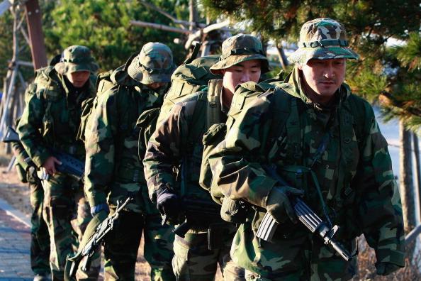 Южнокорейские военные учения отменили из-за погоды, 29 ноября, Taean, Южная Корея. Фото: Chung Sung-Jun/Getty Images