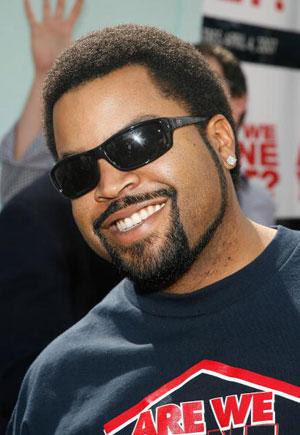 Актер и певец (Ice Cube) на премьере фильма «Мы уже закончили?» (Are We Done Yet ) в The Mann Village Theatre. Фото: Vince Bucci/Getty Images