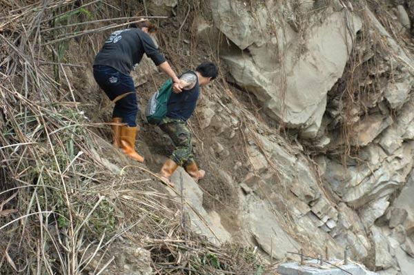Через неделю после тайфуна «Моракот». Фото: PETER PARKS/AFP/Getty Images