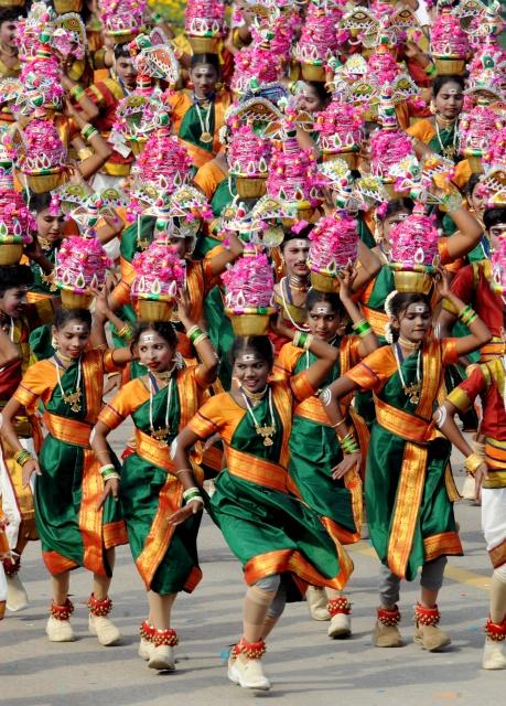 Школьники из южного штата Пондичерри на параде в Нью-Дели. Фото: RAVEENDRAN/AFP/Getty Images