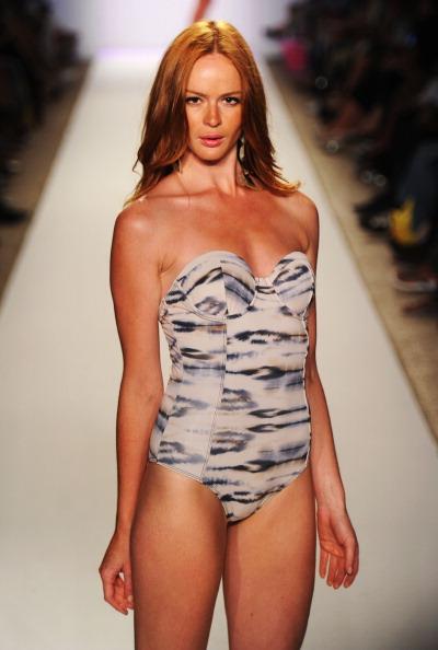 Mercedes-Benz Fashion Week представил пляжную моду. Фото: Frazer Harrison/Getty Images