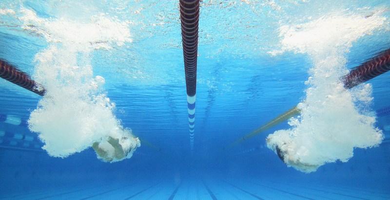 Берлин, Германия, 14мая. Старт заплыва на 800метров вольным стилем среди женщин на соревнованиях по плаванию в Евроспортпарке. Фото: Boris Streubel/Bongarts/Getty Images