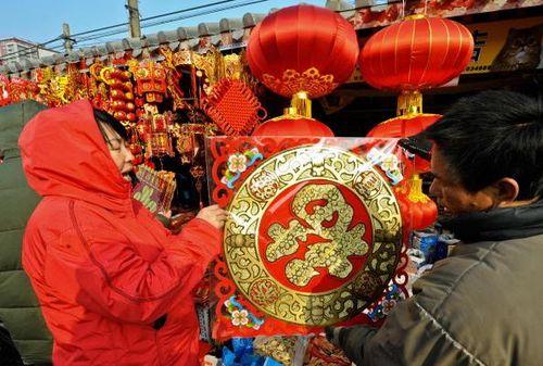 Пекин. Новогодние сувениры. Фото: TEH ENG KOON/AFP/Getty Images