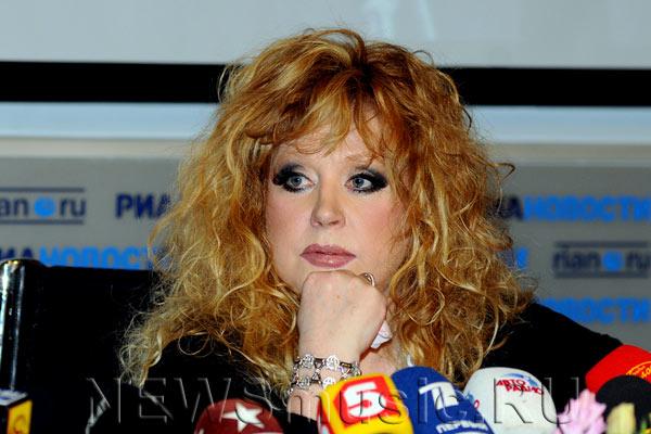 Пугачева Алла Борисовна в раздумье. Фоторепортаж. Фото с сайта newsmusic.ru