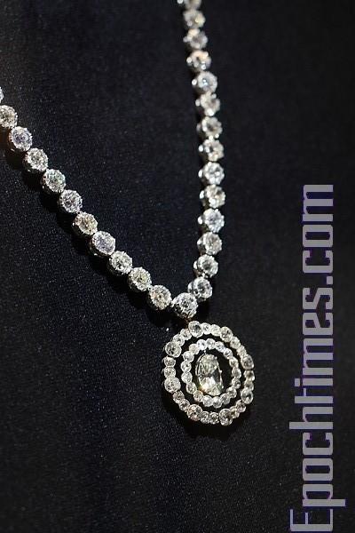Выставка бриллиантовых ювелирных изделий в Королевском музее Онтарио в Канаде. Фото: Mufeng/Великая Эпоха