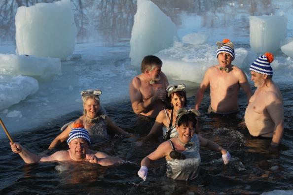 Відбулися традиційні зимові купання в Берліні. Фото: Sean Gallup/Getty Images