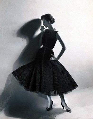 Моделі і ретро-реклама в Європі. Фото з secretchina.com