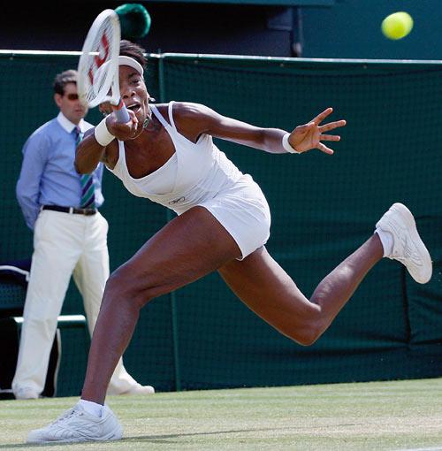 Американка Винус Уильямс (Venus Williams) во время финальной игры на Уимблдонском турнире. Фото: ADRIAN DENNIS/AFP/Getty Images