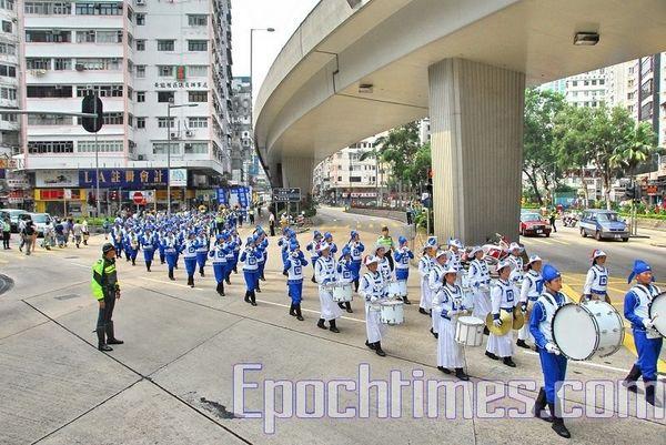 Шествие в Гонконге под девизом «Разложить китайскую компартию, уничтожить эту злокачественную опухоль». 1 октября 2008 г. Фото: Ли Мин/ The Epoch Times