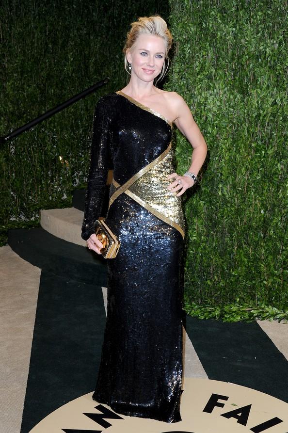 Наомі Уоттс у чорно-золотій сукні від Emilio Pucci. Фото: Pascal Le Segretain/Getty Images