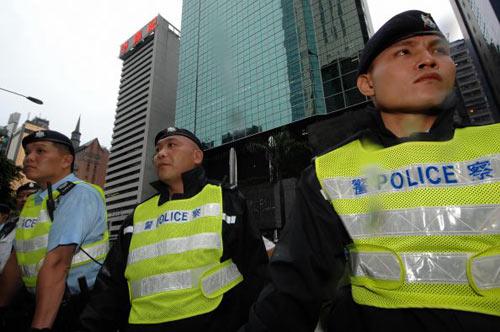 В местах проведения демонстрации полиция усилила контроль. Фото: PHILIPPE LOPEZ/AFP/Getty Images
