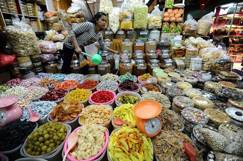 Сурабая, Индонезия, 11 июля. Продавцы на рынке готовы к празднику Рамадан. Фото: Robertus Pudyanto/Getty Images