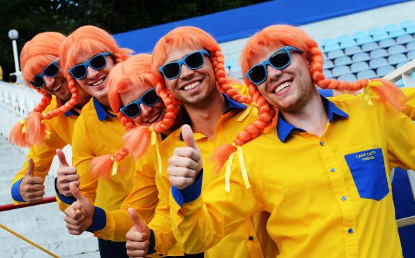 Шведские болельщики одетые, как вымышленный персонаж «Пеппи Длинный Чулок», 13 июня 2012 года, стадион Динамо в Киеве. Фото: JONATHAN NACKSTRAND/AFP/Getty Images