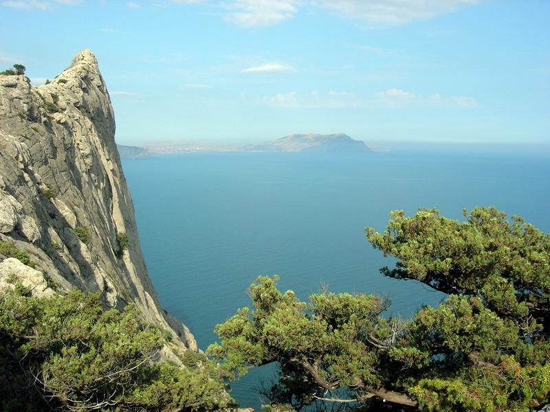 Крым, Новый свет, вершина горы Орёл, вдали-мыс Меганом. Фото: Алла Лавриненко/Великая Эпоха