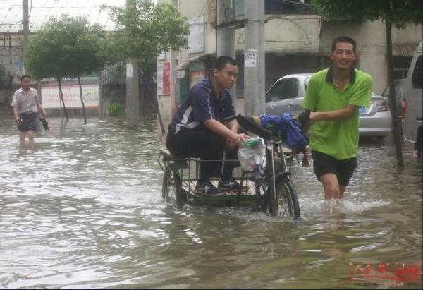 Повені в Китаї. Червень, 2010 рік. Фото з secretchina.com