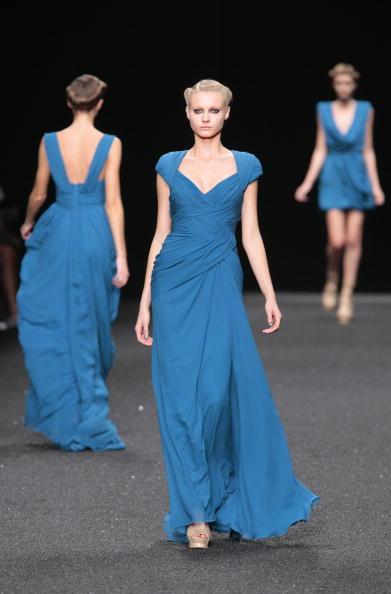 Колекція від Elie Saab сезону весна-літо 2010 на Тижні моди в Паріже/pierre Verdy/afp/getty Images