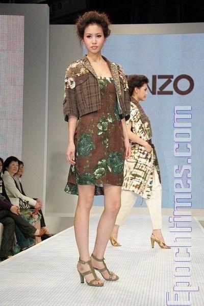 Показ коллекции Kenzo сезона весна-лета 09/10. Фото: Хуан Чжонмао/The Epoch Times