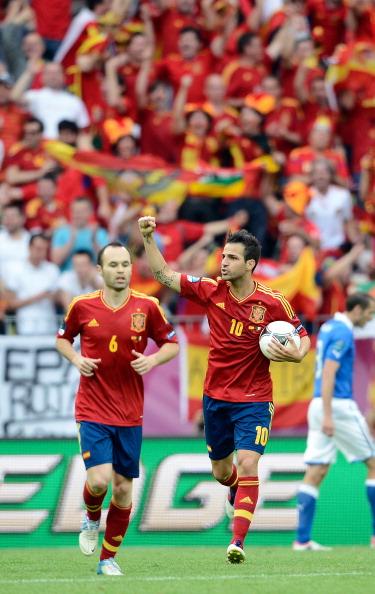 Сеск Фабрегас (Іспанія) святкує забитий гол у ворота Італії, 10 червня, Польща. Фото: Claudio Villa/Getty Images