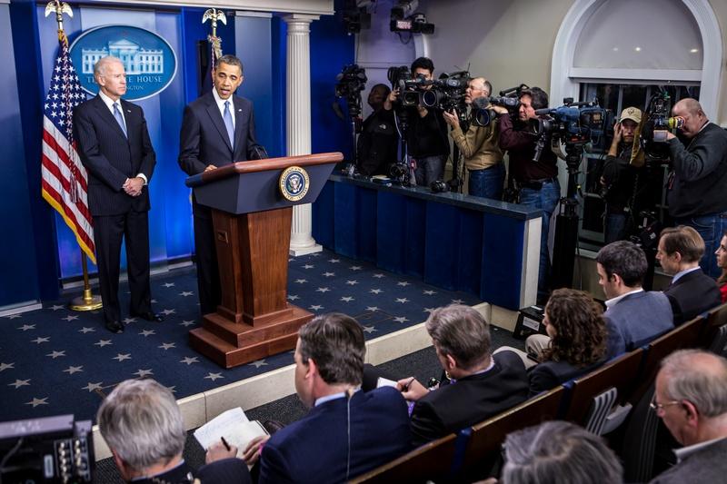 Вашингтон, США, 1 января. Барак Обама выступает в Белом доме по вопросу соглашения, предотвращающего «финансовый обрыв» и спад экономики страны. Фото: Brendan Hoffman/Getty Images