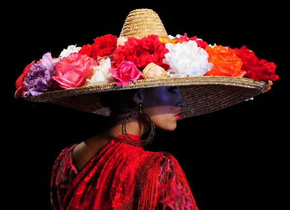 Мода в стиле фламенко на Flamenco Fashion Show. Фото: CRISTINA QUICLER/AFP/Getty Images