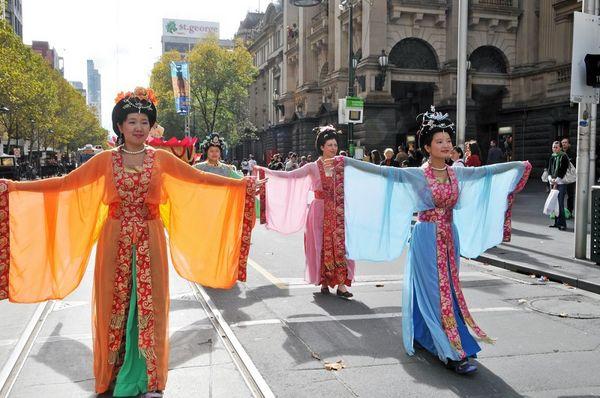 Праздничное шествие в Мельбурне, посвящённое «Всемирному Дню Фалунь Дафа». Фото: Ху Юхуа/ The Epoch Times