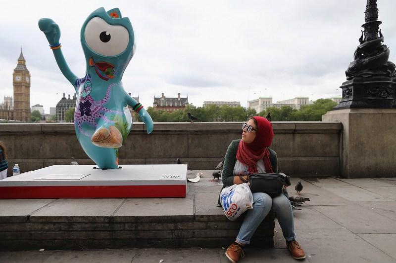 Лондон, Англия, 17 июля. В городе установлены скульптуры официальных талисманов олимпиады — Уэнлока (на фото) и Мандевиля. Фото: Dan Kitwood/Getty Images