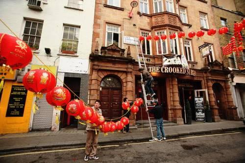 Китайские кварталы Лондона уже полным ходом готовятся к Китайскому Новому Году, который будет праздноваться 7 февраля. Фото: Daniel Berehulak/Getty Images