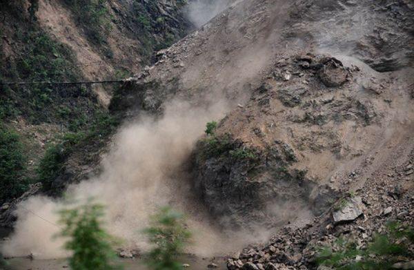 15 мая. Оползень в провинции Сычуань, вызванный новым подземным толчком. Фото с epochtimes.com