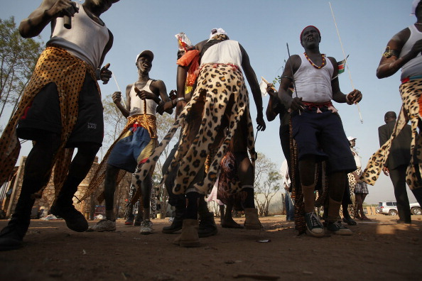 Племя Динка в традиционном танце в честь референдума о независимости. Фото: Spencer Platt/Getty Images