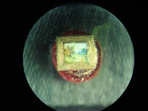 *Осінь настала*, мініатюра лежить на бісеринці, розмір 0.8x1 мм