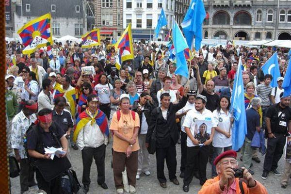 Более тысяч жителей столицы пришли участвовать в акции. Фото: С сайта «Свободная Бирма»